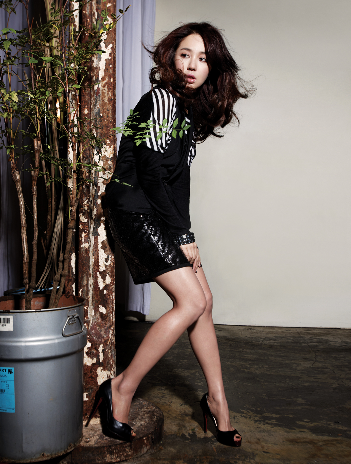Yoon Eun Hye beautiful korean legs