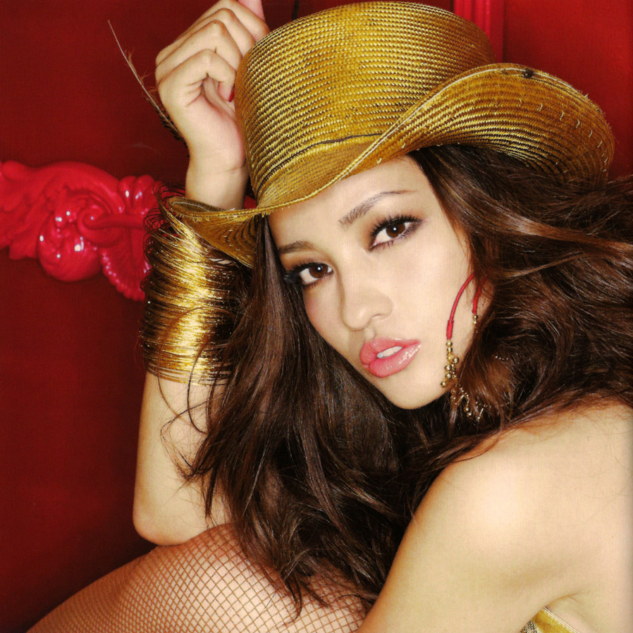 Meisa Kuroki with golden hat N190217204428