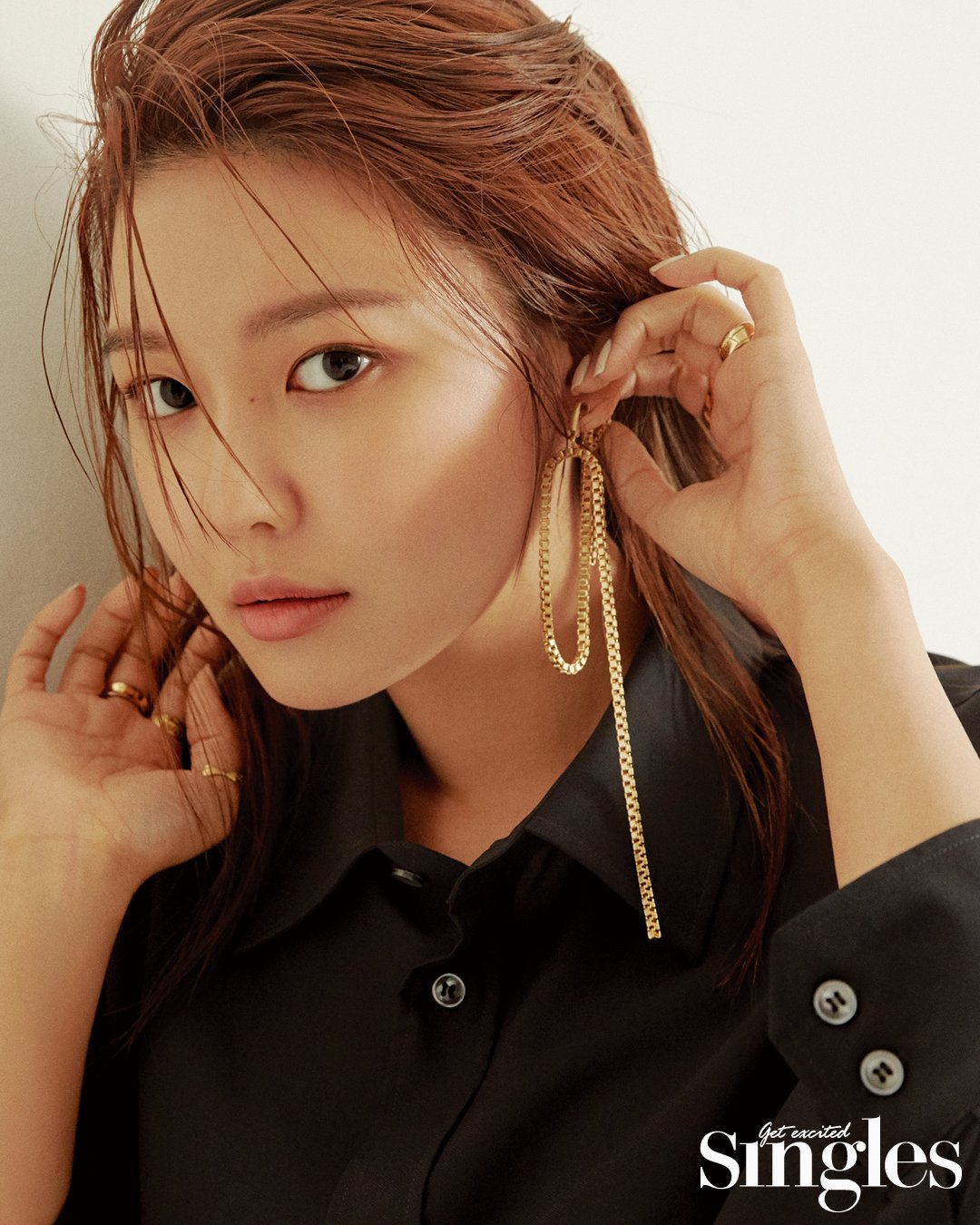 Sooyoung with gold jewelry N190703185115