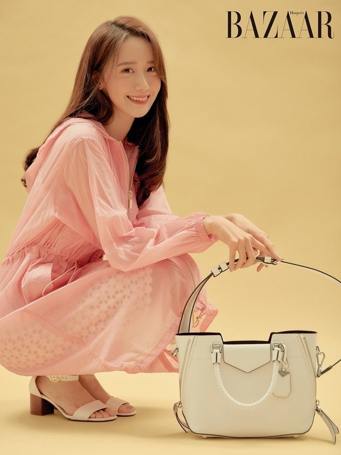 Yoona (SNSD) - Michael Kors x Harper's Bazaar Korea may 2019 - white bag N190721161019